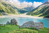 Almaty grandes panorámicas espectaculares montañas lago tien shan en almaty, kazajstán, asia en verano — Foto de Stock