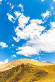 Road Cusco- Puno,Lake Titicaca, Peru,South America. Sacred Valley of the Incas. Spectacular nature of snowy mountains and blue sky — Stock Photo