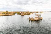 Reed tradizionale barca lago titicaca, in Perù, puno. sud america. — Foto Stock