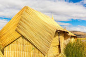 Thatched home on Floating Islands on Lake Titicaca Puno, Peru, South America — Stock Photo