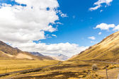 Road Cusco-Puno, Peru,South America. Sacred Valley of the Incas. Spectacular nature of mountains and blue sky — Stock Photo