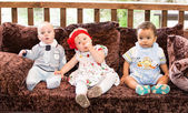 Três pequenas crianças — Fotografia Stock
