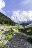 La tubería en el lago grande almaty — Foto de Stock