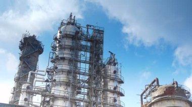 Planta de procesamiento de gas asociado de aceite. — Vídeo de Stock