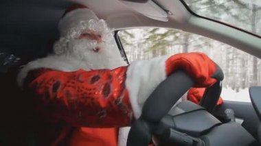 Santa drives a car — Stock Video