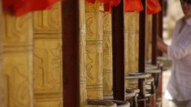 Parikrama (religious practice) — Vidéo
