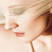 молодая женщина с вуалью — Стоковое фото