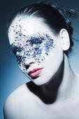 Kalıcı makyaj ile güzel bir genç kadın — Stok fotoğraf