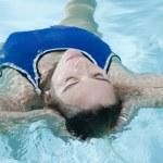 Junge Frau im Wasser — Stock Photo #12577154