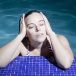 Junge Frau im Wasser — Stock Photo #12577156