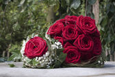 Bouquet of red roses on an iron plate — Stock Photo
