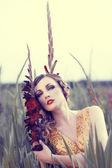 Vacker kvinna i en blomma-fältet — Stockfoto