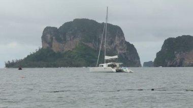 Yacht catamaran — Stockvideo