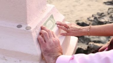 Couple with dollar bill — Stock Video