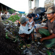 Poor from Java island working in a scavenging at the dump on Bali, Indonesia. — Stockfoto #12432820