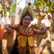 Young girl performs a classic national Balinese dance Barong — Stockfoto