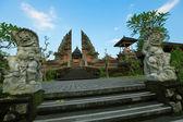 Templo pura puseh en ubud en bali, indonesia. — Foto de Stock