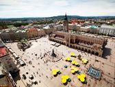 Vista de la ciudad vieja de cracovia, antigua sukiennice, polonia. — Foto de Stock
