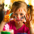 Little girl with paint of face — Stockfoto