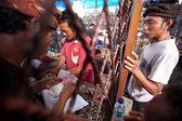 Bali dili geleneksel horoz dövüşü yarışma sırasında — Stok fotoğraf