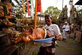 Melasti ritueel wordt uitgevoerd vóór nyepi — Stockfoto