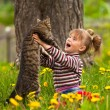Little girl and cat — Foto de stock #14583105