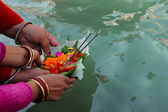 Puja ceremony on the banks of Ganga river in Haridwar, India — Stock Photo
