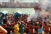 Puja ceremony on the banks of Ganga, celebrate Makar Sankranti — Stock Photo