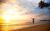 Running young fun man on sea beach at sunset — Stock Photo