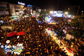 CHIANGMAI,THAILAND - DEC 31: gathered in the city center on the countdown during the New Year celebrations — Zdjęcie stockowe