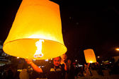 CHIANGMAI,THAILAND - DEC 31: release sky lanterns during the New Year celebrations — Stock Photo