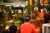KO CHANG, THAILAND - NOV 28: Buddhist lama blesses participants Loy Krathong festival, Nov 28, 2012 on Chang, Thailand. — Stockfoto