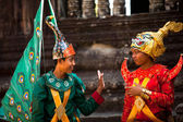 An unidentified cambodians in national dress poses for tourists in Angkor Wat — ストック写真