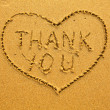 Texture of sand: the inscription inside the heart of Thank You. - Foto de Stock