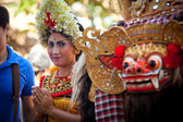 BALI, INDONESIA  APRIL 9: Young girl during a classic national Balinese dance formal wear on April 9, 2012 on Bali, Indonesia. formal wear is very popular cultural show on Bali. — Stok fotoğraf