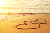 καρδιές που πάνω στην άμμο της παραλίας — Φωτογραφία Αρχείου