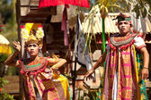 BALI, INDONESIA APRIL 9: Balinese actors during a classic national Balinese dance formal wear on April 9, 2012 on Bali, Indonesia. formal wear is very popular cultural show on ball — Stok fotoğraf