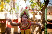 BALI, INDONESIA  APRIL 9: Young girl performs a classic national Balinese dance formal wear on April 9, 2012 on Bali, Indonesia. formal wear is very popular cultural show on Bali. — Stok fotoğraf