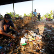 BALI, INDONESIA be- APRIL 11: Poor from Java island working in a scavenging at the dump on April 11, 2012 on Bali, Indonesia. Bali daily produced 10,000 cubic meters of waste. — Stock Photo