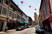 SINGAPORE - APRIL 16: Street scene in Singapore's Chinatown on April 16, 2012 in Singapore. — Stock Photo