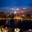 SINGAPORE - APRIL 15: A view of city from roof Marina Bay Hotel in night on April 15, 2012 on Singapore. — Stockfoto