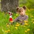 Lovely emotional five-year girl sitting in grass — Foto de Stock