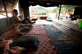 KO CHANG, THAILAND - JAN 31: Unidentified fisherman in his hut in the Salakphet fishing village, Jan 31, 2013 on Ko Chang, Thailand. — ストック写真