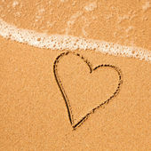 Shape of the heart of the sea on the beach in Valentine Day. — Stock Photo