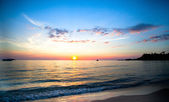 Beautiful sunset and sea beach in Thailand. — Stock Photo