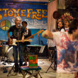 KO CHANG-TRAT, THAILAND - FEBRUARY. 10 Thai blues band Stone Free performing in a night club Sticky Rice Blues — Zdjęcie stockowe