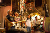 KO CHANG-TRAT, THAILAND - FEBRUARY 10: Thai blues band Stone Free performing in a night club Sticky Rice Blues — ストック写真