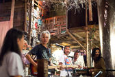 KO CHANG-TRAT, THAILAND - FEBRUARY 10: Thai blues band Stone Free performing in a night club Sticky Rice Blues — Foto de Stock