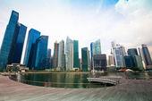 Wolkenkrabbers van business district in singapore stad. — Stockfoto