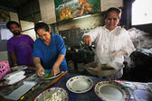 CHANG, THAILAND - JANUARY 23: Unknown vendors prepare food at a street side restaurant on Jan 23, 2012 in Chang, Thai — Stock Photo